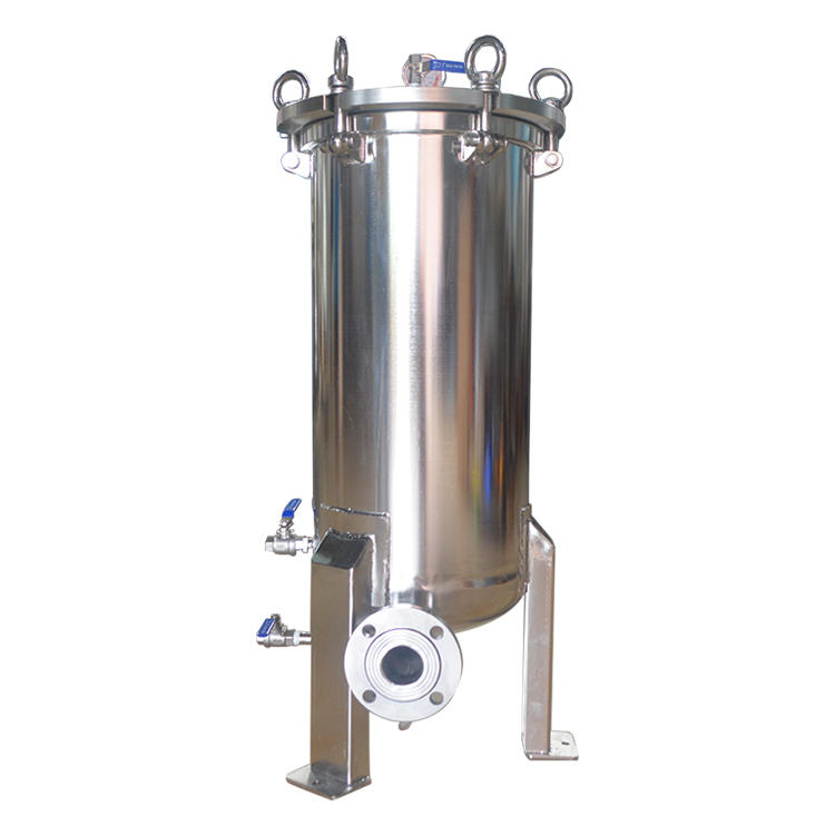 Multi cartridge filter housing